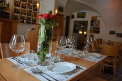 Dekorace stolu pro firemní vánoční večírek v pražské restauraci a vinném baru CP1