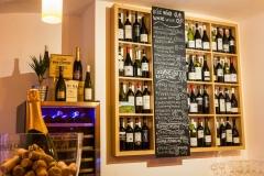 Detail na vinotéku pražské restaurace a vinného baru CP1